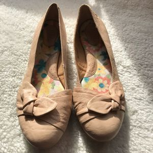 Born 11 Lilly Bow Flat Nude Leather Round Toe